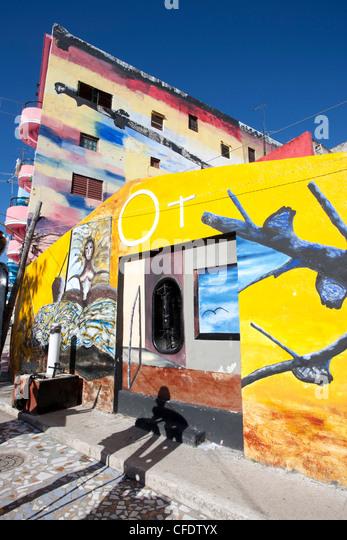 Gebäude in bunten Afro-kubanische Kunst, Callejon de Hamel, Havanna, Kuba, West Indies lackiert Stockbild