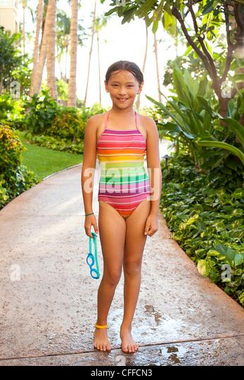Ein Portrait eines jungen Mädchens in einem Hotelresort in Kapolei, Hawaii. Stockbild