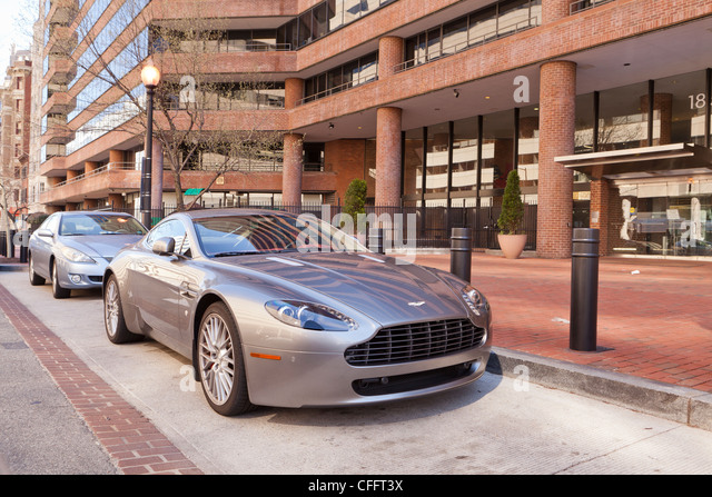 Eine geparkte Aston Martin Vantage-Sportwagen Stockbild