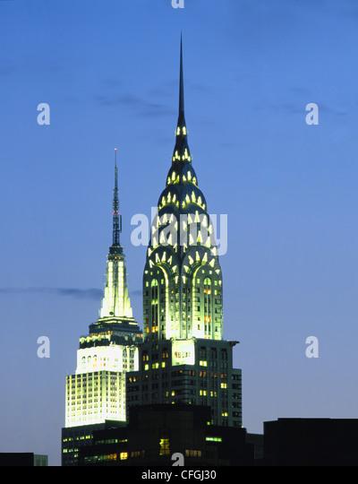 CHRYSLER UND EMPIRE STATE GEBÄUDE IN DER NACHT, NEW YORK, USA. Stockbild