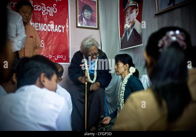 Aung San Suu Kyi trifft sich mit hochrangigen Vertretern der Nationalliga für Demokratie Stockbild