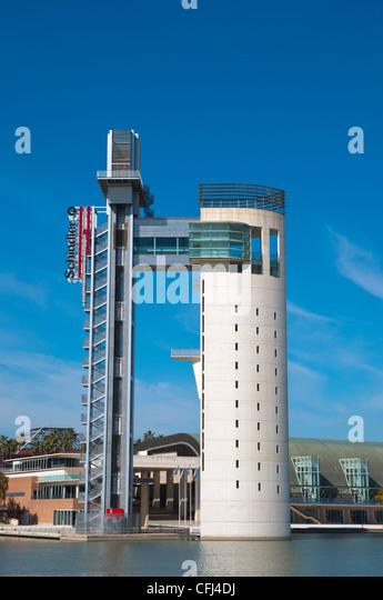 La Torre Panoramica Schindler (1992) am Fluss Guadalquivir Zentrale Sevilla Andalusien Spanien Stockbild