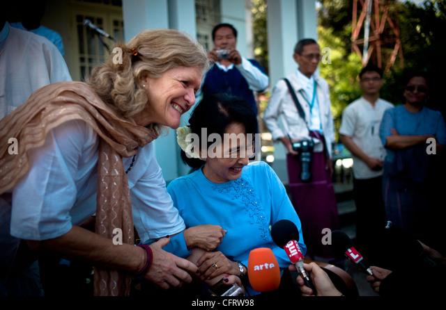 Aung San Suu Kyi mit ihrer Schwester-Law-Marie-Laure-Aris Stockbild