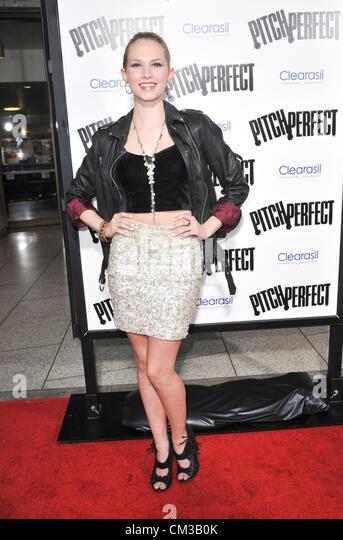 Claudia Lee Ankünfte PITCH PERFECT Premiere Arclight Hollywood Los Angeles CA 24. September 2012 Foto Elizabeth Stockbild