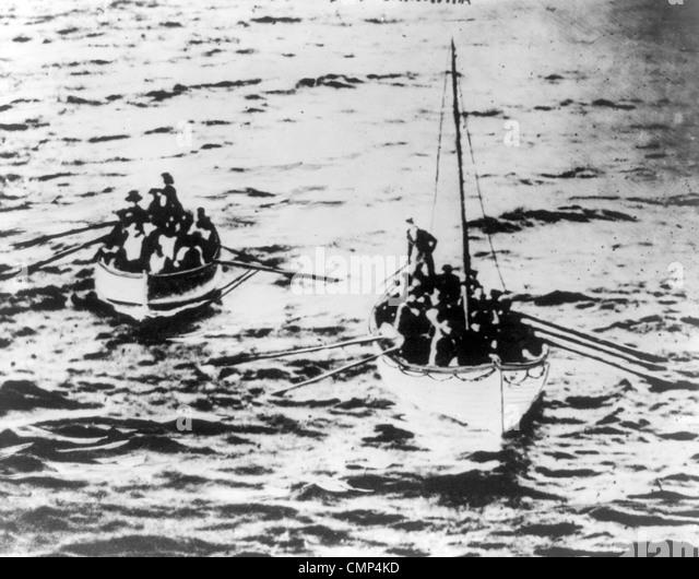 Titanic-Rettungsboote auf Weg zu Carpathia Stockbild
