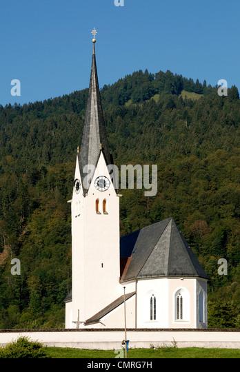 Katholische Pfarrkirche Sankt Leonhard von Kreuth am Tegernsee. Stockbild