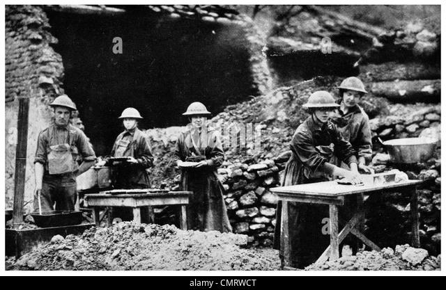 1918 Munition Herstellung vor Produktionslinie Grabenkrieg Gräben Stockbild