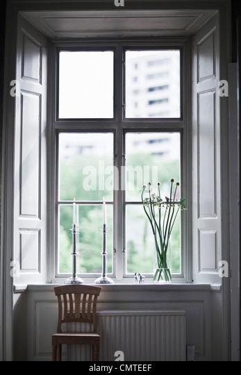 Stuhl stehende Fenster Stockbild
