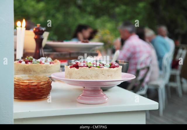 Kuchen auf Teller Stockbild