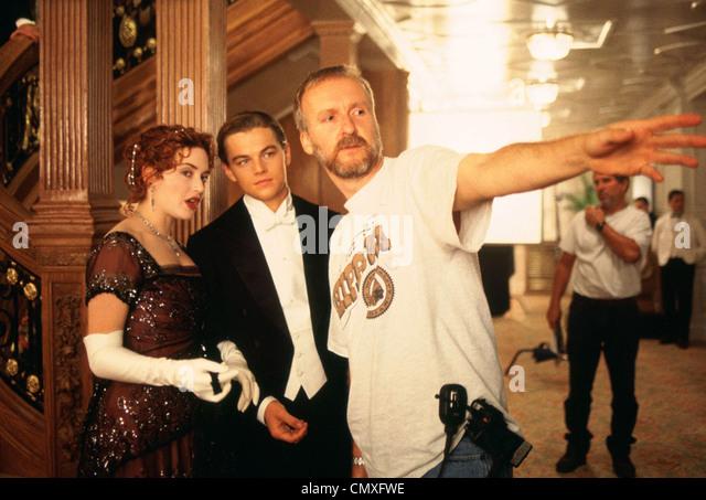 TITANIC 1997 Paramount/TCF Film. Schriftsteller und Directyor James Cameron mit Kate Winslet und Leonardo DiCaprio Stockbild