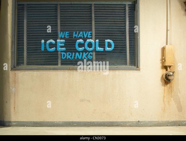 Eis-kalte Getränke-Zeichen bei einem Diner, Kalifornien, USA Stockbild