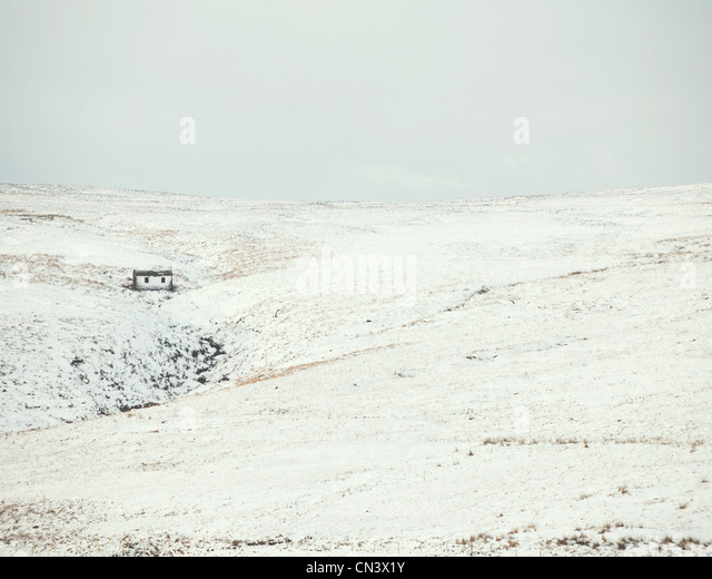 Haus in den gefrorenen Hügeln Stockbild