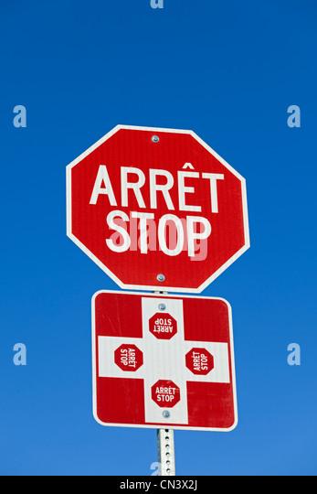 Kanada, Provinz Quebec, Stoppschild, Illustration auf Zweisprachigkeit in Kanada Stockbild