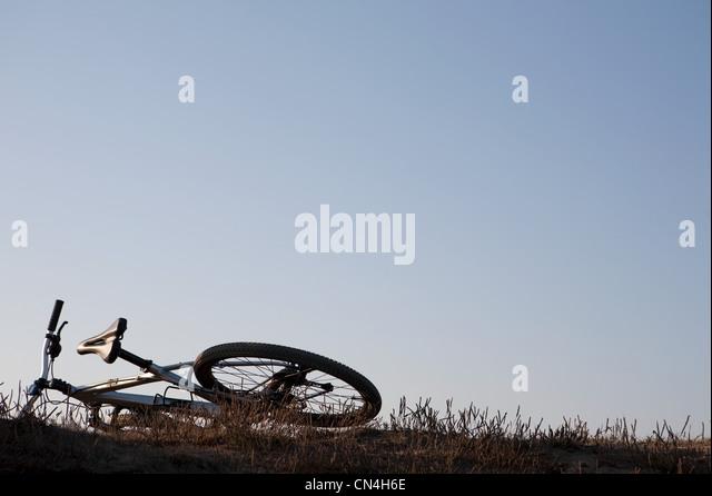 Mountain-Bike auf einem Hügel Stockbild
