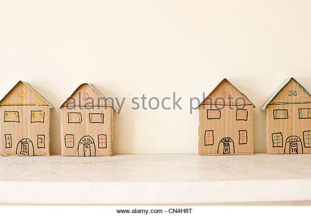 Zwei Paare der freistehende Musterhäuser Stockbild