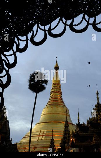 Myanmar (Burma), Yangon Division, Yangon, Shwedagon-Pagode, datiert zwischen 6. und 10. Jahrhundert Stockbild