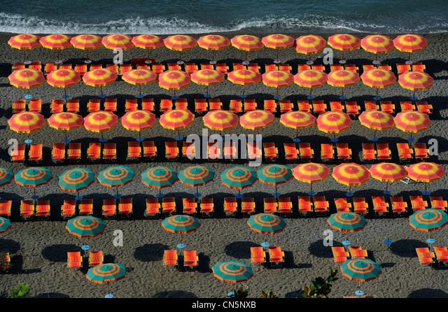 Italien, Kampanien, Amalfiküste, Weltkulturerbe von UNESCO, Positano, der große Strand Stockbild
