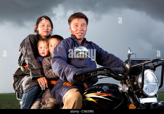 Mongolische Familie Khentii Provinz, Mongolei, Motorrad, aral khuduu Stockbild