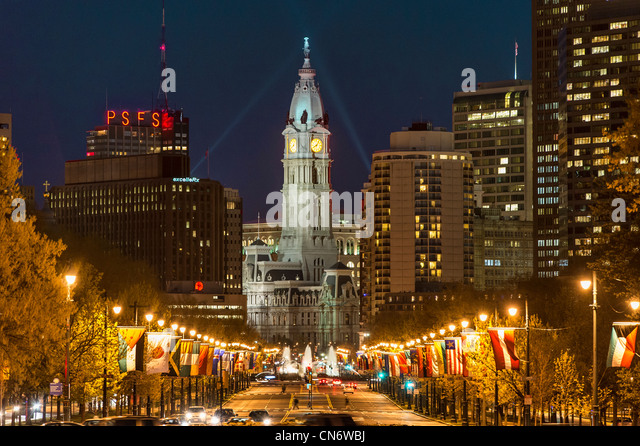 Ben Franklin Parkway und City Hall, Philadelphia, Pennsylvania, USA Stockbild