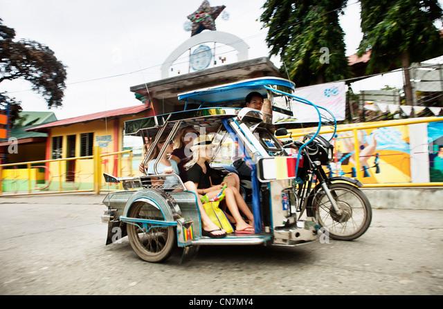 Familie Reiten in alternativer Verkehrsmittel Stockbild