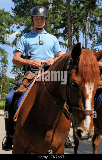 Frankreich, Paris, republikanische Guardmen patrouillieren auf dem Pferderücken im Bois De Boulogne Stockbild