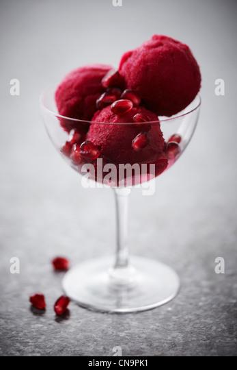 Glas Granatapfel-Sorbet Stockbild