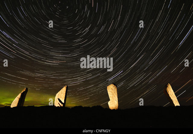 Sternspuren über The Ring of Brodgar Stockbild