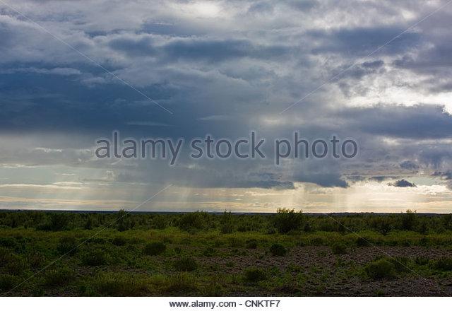 Stürmischen Wolken über ländliche Landschaft Stockbild