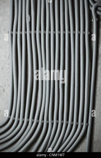 Elektrischen Leitungen auf Wand Hintergrund. Stockbild