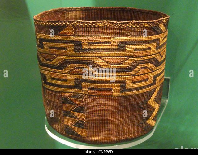 Korb, Tlingit, wahrscheinlich Mitte der 1800er - Indianer Sammlung - Peabody Museum, Harvard University Stockbild