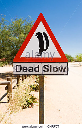 Schild Warnung Fahrer Erdmännchen, Solitaire, Namibia beachten. Stockbild