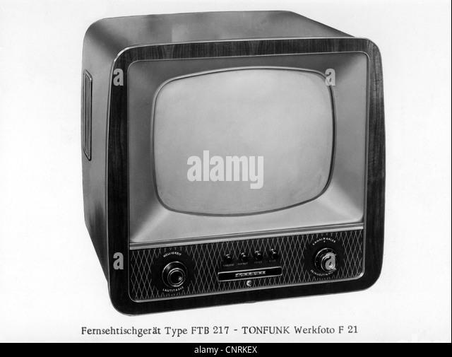 Rundfunk, Fernsehen, tragbare Fernseher, 1950er Jahre, 50er Jahre, historisch, historische, Stockbild