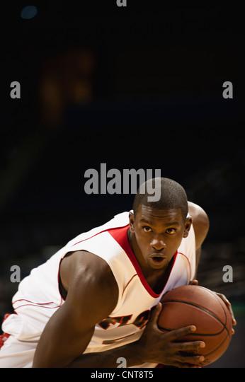 Konzentration auf Spiel Basketball-Spieler Stockbild