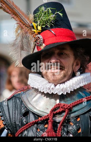 Schauspieler verkleidet als Sir Walter Raleigh an William Shakespeare-Geburtstagsfeiern Stockbild