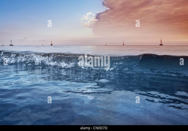 Fernen Segelboote auf der Ostsee, Deutschland Stockbild
