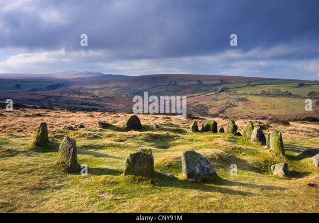 Neun Mädchen Stein Kreis, andernfalls bekannt als die siebzehn Brüder auf Belstone im nördlichen Stockbild