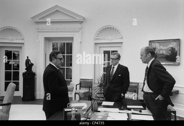 Präsident Ford mit Sek. State Henry Kissinger und VP Nelson Rockefeller, die amerikanische Evakuierung von Stockbild