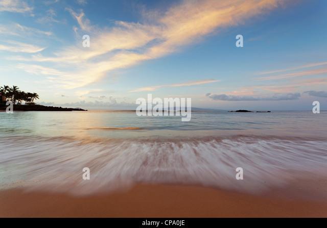 Sonnenaufgang am Cove Park, Kihei, Maui, Hawaii. Stockbild