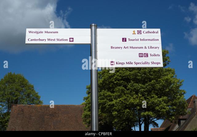 Wegweiser zu touristischen Attraktionen, Canterbury, Kent, UK Stockbild