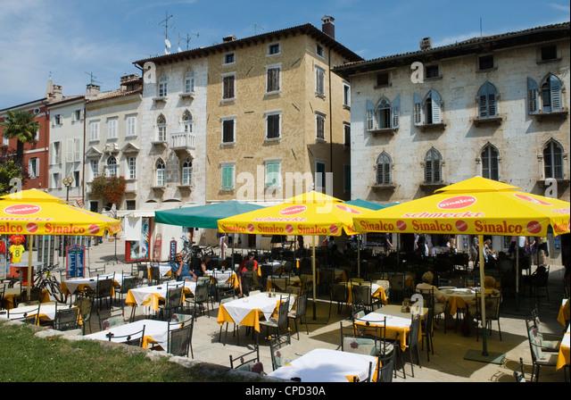 Café-Szene im alten venezianischen Viertel, Porec, Istrien, Kroatien, Europa Stockbild