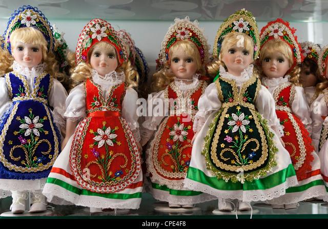 Souvenir-Puppen in ungarischen Trachten, Budapest, Ungarn, Europa Stockbild