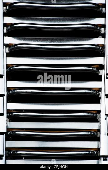 Chrom-Stuhl-Stack-Muster Stockbild