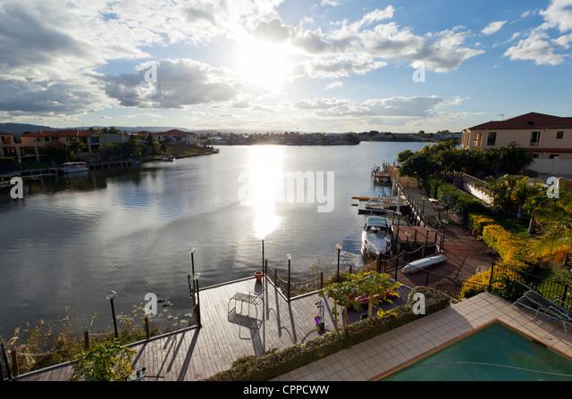 Blick auf luxuriöse Waterfront Häuser Stockbild