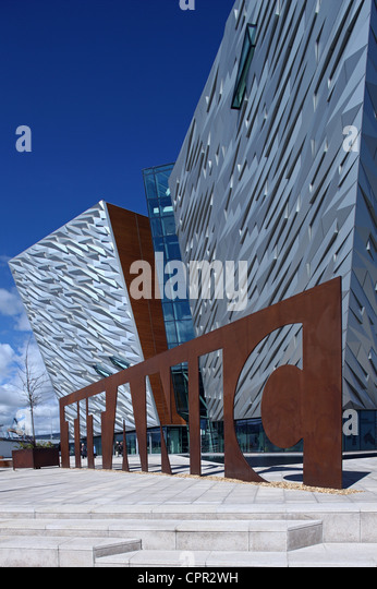 Außenseite des Titanic Belfast Signatur Projekt Stockbild