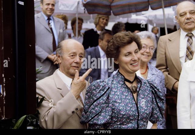 Khuon, Ernst von, 11.8.1915 - 21.1.1997, deutscher Journalist, mit Gräfin Sonja Bernadotte, Nobelpreisträger Stockbild