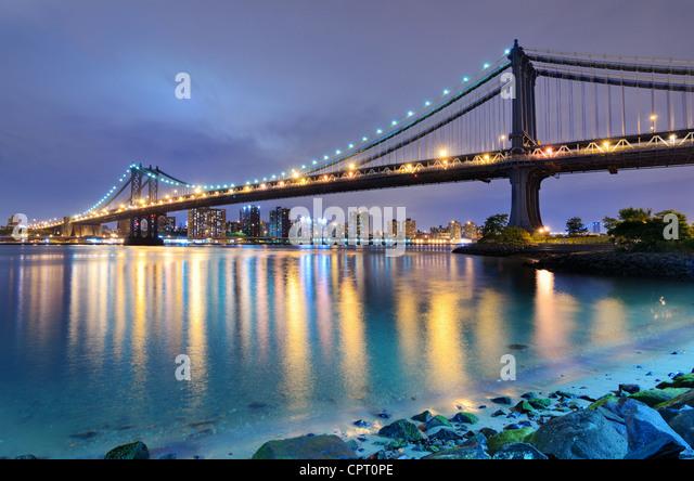 Manhattan Bridge über den East River in Richtung Manhattan in New York City. Stockbild