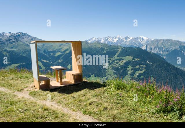 Zeitgenössische Pick Nic Bank hoch über Verbier, Schweizer Berge, Schweiz Stockbild