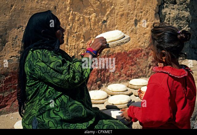 Ägypten, Oberägypten, Niltal, täglich Leben Szene in einem Dorf in dem Westufer von Luxor, Frau, Stockbild