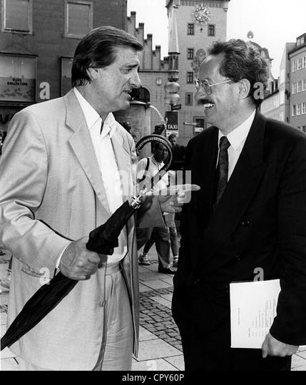 Fischer, Helmut, 15.11.1926 - 14.6.1997, deutscher Schauspieler, halbe Länge, mit dem Bürgermeister von Stockbild