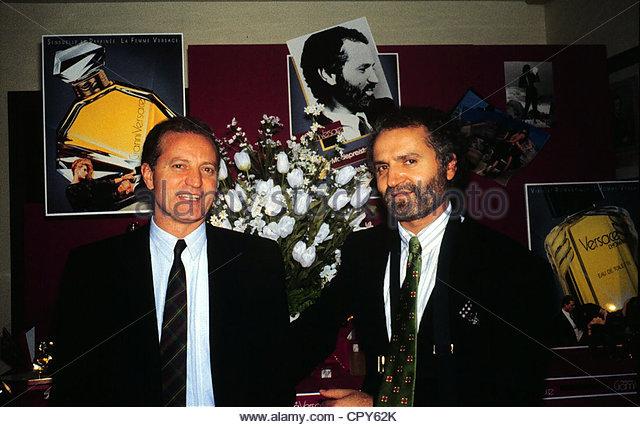 Versace, Gianni, 2.12.1946 - 15.7.1997, italienischer Modeschöpfer, halbe Länge, mit seinem Bruder, der Stockbild